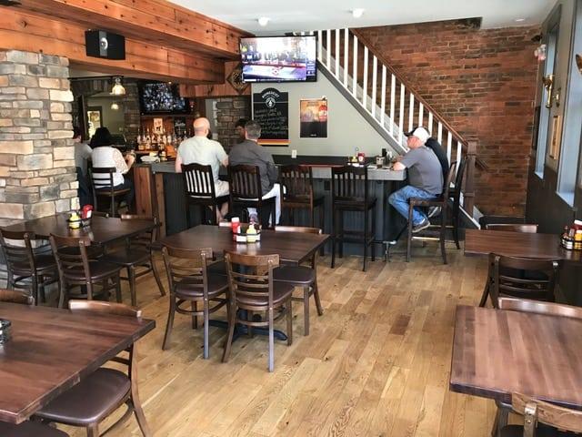 O_Bryon_s_Newport_bar___dining